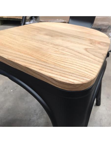 Silla tolix negra asiento de madera, lateral.